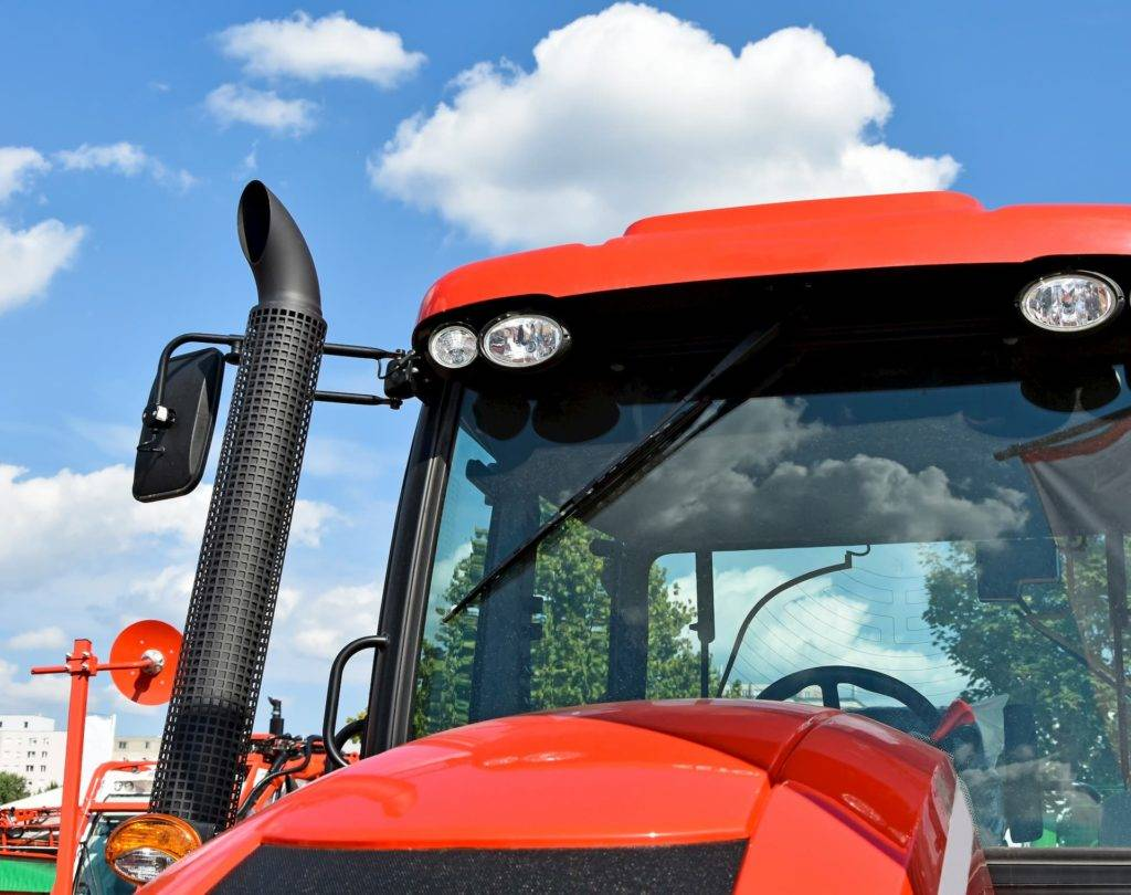 Tractor windscreen replacement